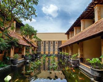 Lotus Garden Hotel - Kediri - Venkovní prostory