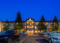 Best Western Visalia Hotel - Visalia - Bygning