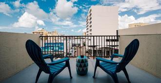 Gilligan's Backpackers Hotel & Resort - Cairns - Balcón