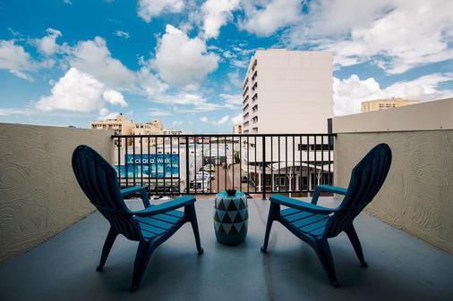 Gilligan's Backpackers Hotel & Resort - Cairns - Parveke