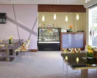 Novotel Suites Riyadh Dyar - Riyadh - Bar