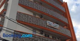 Stone House Hotel Pasay - Manila - Building