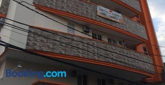 Stone House Hotel Pasay - Manila - Edificio