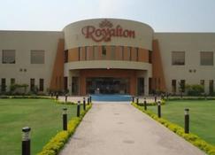 Royalton Hotel - Фейсалабаде - Здание