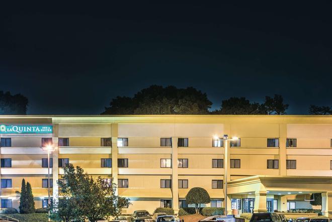 La Quinta Inn & Suites by Wyndham Atlanta Roswell - Roswell - Edificio