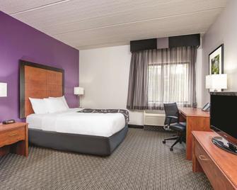 La Quinta Inn & Suites by Wyndham Atlanta Roswell - Roswell - Ložnice