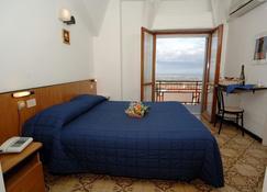 Hotel Crocenzi - San Marino - Bedroom