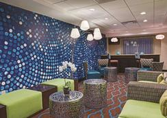 La Quinta Inn & Suites by Wyndham Tampa North I-75 - Tampa - Lounge