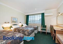 Colonial Terrace Motor Inn - Raymond Terrace - Bedroom