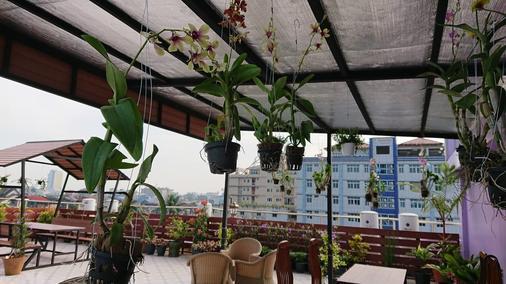 Royal Khattar Hotel - Yangon - Outdoors view