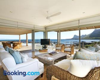 Pringle Bay Beach House by Cape Summer Villas - Pringle Bay - Living room