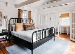 The Clifton - Charlottesville - Bedroom
