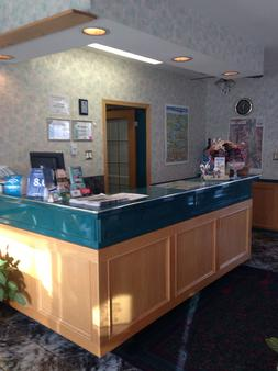Spanish Villa Resort - Penticton - Front desk