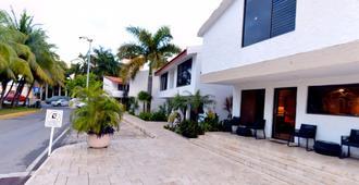 Sina Suites - Cancún - Parkering