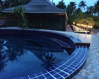 Ruean Thai Nai Bang by Pansak Resort - Bang Kung - Building