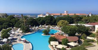 Avanti Hotel - פאפוס