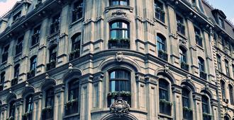 Hotel Gault - Montreal - Building