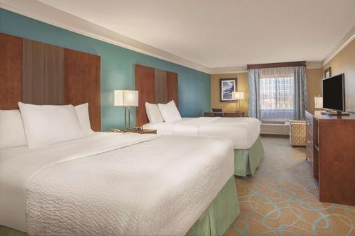La Quinta Inn & Suites by Wyndham Elizabethtown - Elizabethtown - Makuuhuone