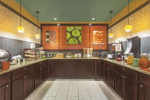 La Quinta Inn & Suites by Wyndham Elizabethtown - Elizabethtown - Buffet
