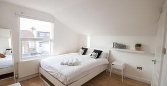 Wimbledon South by Allô Housing - London - Bedroom