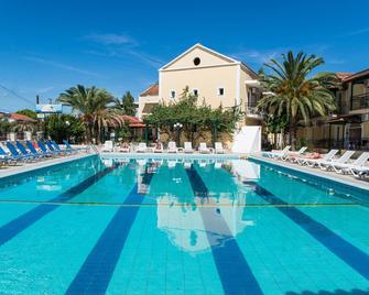Perkes Hotel - Laganas - Pool