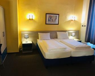 Hotel-Restaurant Germania - Bernkastel-Kues - Bedroom