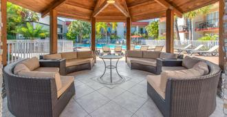 La Quinta Inn by Wyndham Clearwater Central - Clearwater - Patio