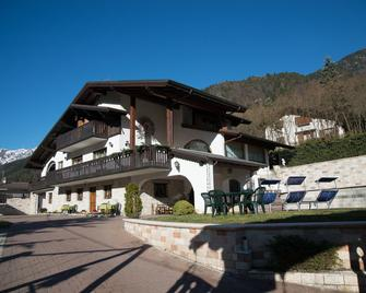 B&B Villa Cinzia - Ledro - Building