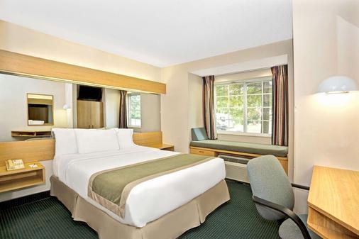 Microtel Inn & Suites by Wyndham Raleigh Durham Airport - Morrisville - Bedroom