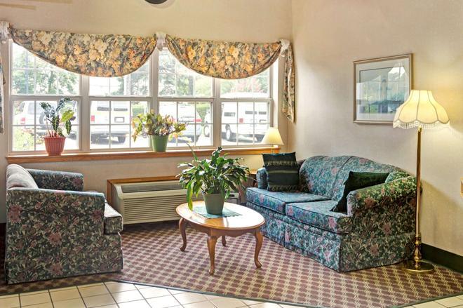 Microtel Inn & Suites by Wyndham Raleigh Durham Airport - Morrisville - Σαλόνι