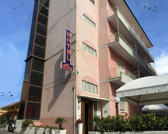 Hotel Riz - Finale Ligure - Building