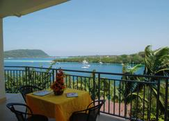 Golden Port Restaurant & Hotel - Port Vila - Varanda