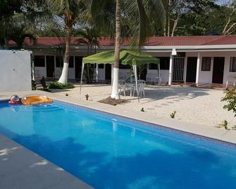 Hotel Luna de Mata de Limon - Barranca - Pool