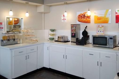西能源走廊品質套房酒店 - 休士頓 - 休斯頓 - 自助餐