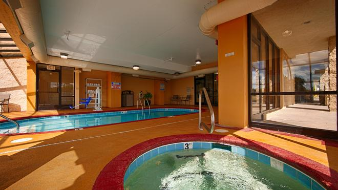 Best Western Knoxville Suites - Downtown - Knoxville - Pool