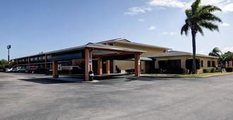 Americas Best Value Inn Florida Turnpike & I-95 - Fort Pierce - Building