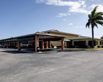 Americas Best Value Inn Florida Turnpike & I-95 - Fort Pierce - Gebäude
