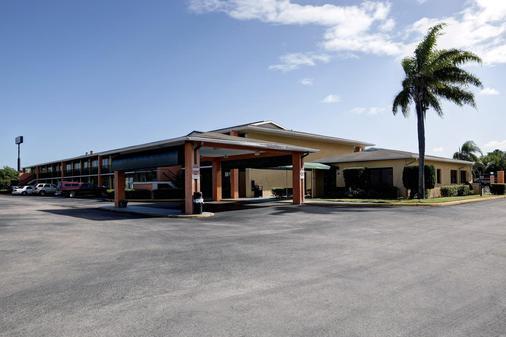 Americas Best Value Inn Florida Turnpike & I-95 - Fort Pierce - Toà nhà