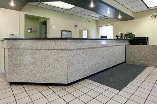 Americas Best Value Inn Florida Turnpike & I-95 - Fort Pierce - Lễ tân