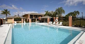 Americas Best Value Inn Florida Turnpike & I-95 - Fort Pierce - Pool