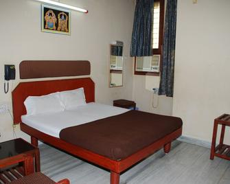 Sri Sai Residency - Tirupati - Bedroom