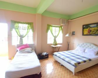 Mom's Guesthouse Coron - Hostel - Busuanga - Bedroom