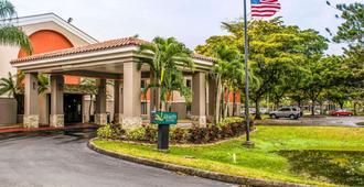 Quality Suites Fort Myers - I-75 - פורט מאיירס