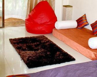Wtf My House - Baga - Living room