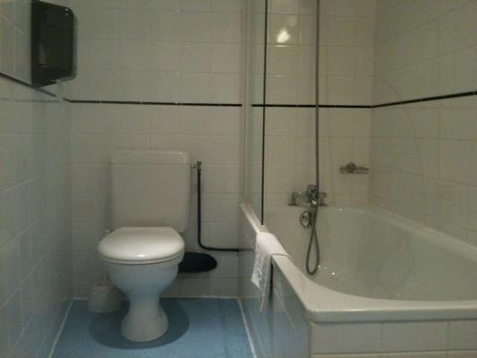 Hotel Le Bourbon - Pau - Bathroom