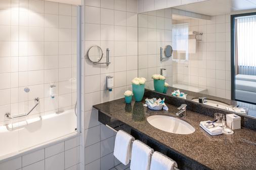 Dorint An der Messe Basel - Basel - Bathroom