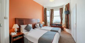 OYO The Strand Hotel - Eastbourne - Bedroom