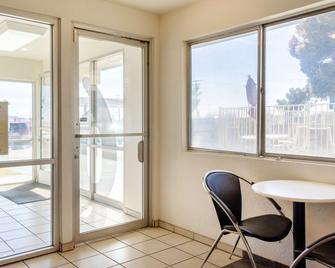 Motel 6 Mojave - Mojave - Lobby