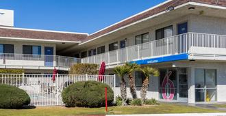 Motel 6 Mojave - Mojave - Gebäude