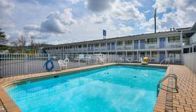Motel 6 Chattanooga East - Chattanooga - Uima-allas